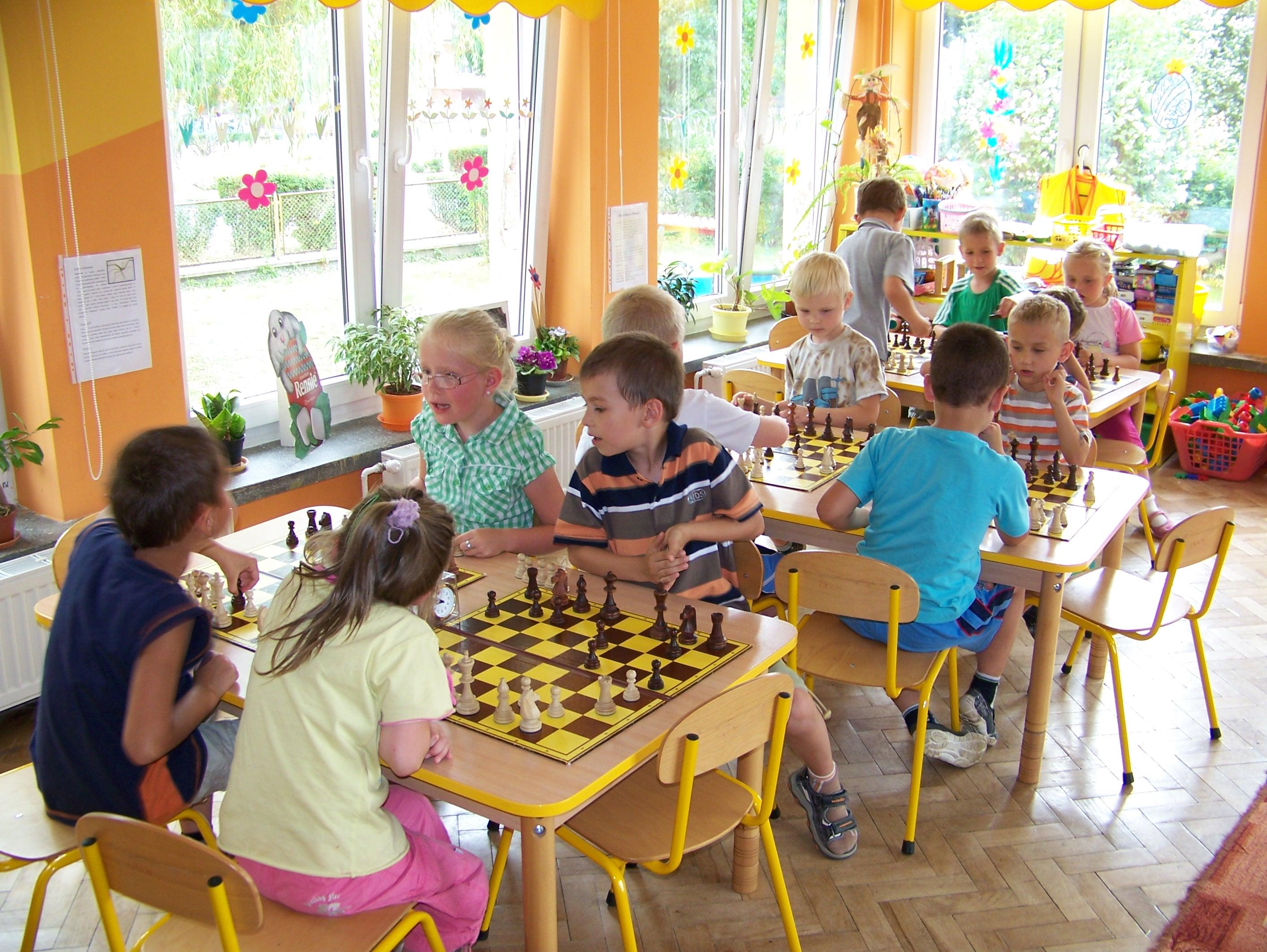 """I Turniej """"Z szachami przez życie"""" w Przedszkolu Samorządowym w Jaworzynie Śląskiej, 13-14.06.2011"""
