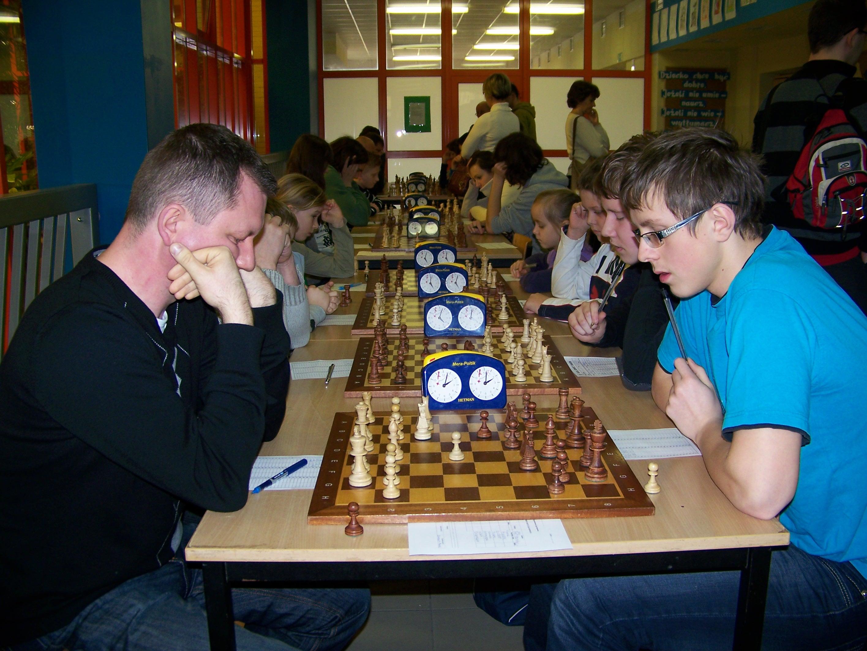 Drugi dzień rozgrywek IX edycji Ligi Międzypowiatowej, Żarów, 04.03.2012