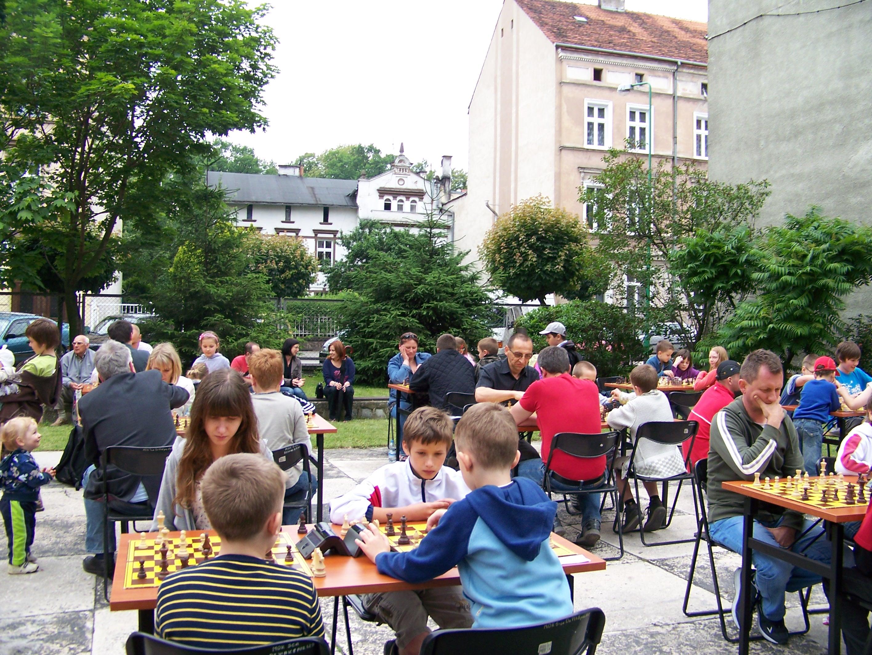 """II Turniej Szachowy """"Rodzinna Gra w Szachy"""" w ramach Festynu Rodzinnego MDK, Świdnica, 13.06.2012"""