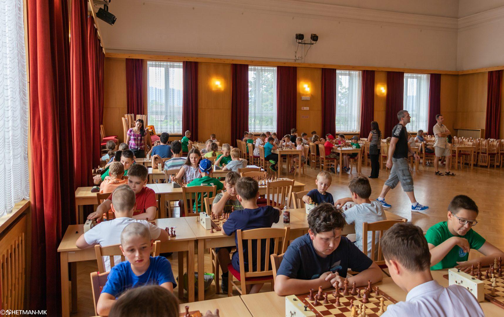 """Sukces świdnickich szachistów na turnieju """"Gambit"""" w Broumovie, 09.06.2018"""